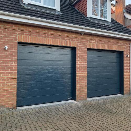 HÖRMANN LPU42 M-Ribbed sectional doors RAL7016 Anthracite
